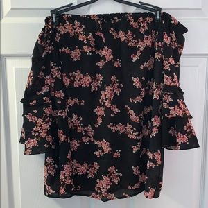 Gorgeous off the shoulder top!
